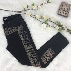 BDG black mid rise Twig Ankle Embroidery jeans